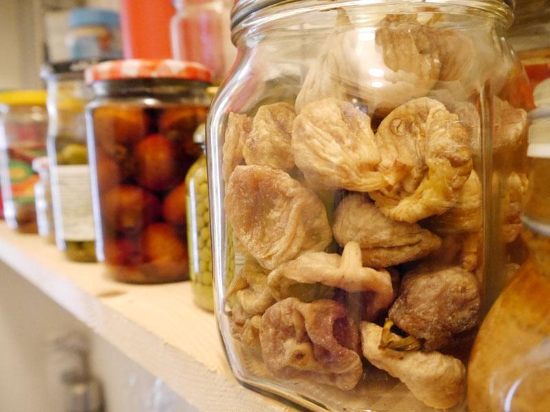 Conservation fruits séchés dans un bocal